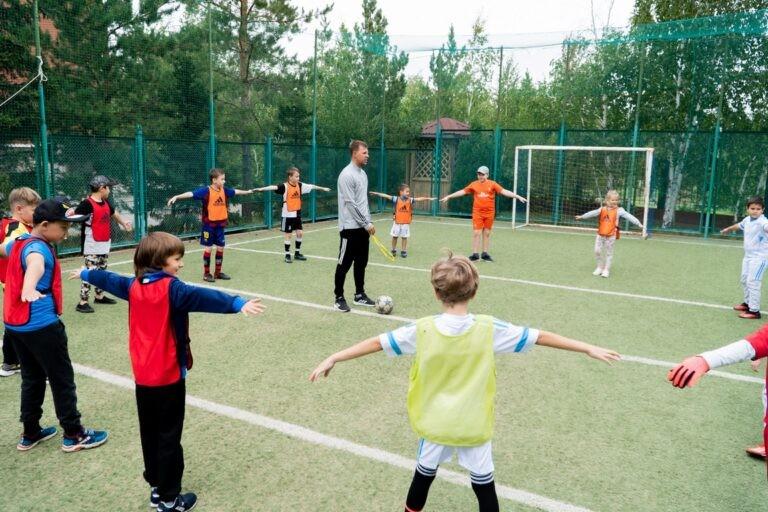 В футбол играют настоящие мальчишки